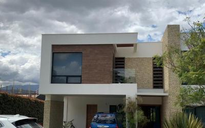 Puembo- Casa venta 330 m2 Los Arrayanes